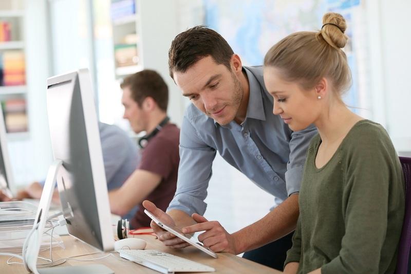 Praktikum in Frankreich finden: geeignete Unternehmen und Tipps für Ihre Bewerbung