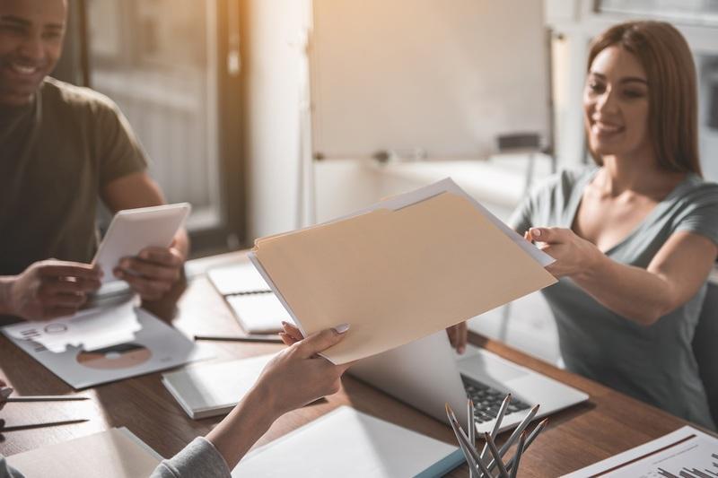 Den deutschen Lebenslauf an einen französischen CV anpassen: unsere 8 Tipps