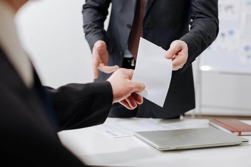 Kündigung eines befristeten Arbeitsvertrags in Frankreich (CDD): Regeln und Muster