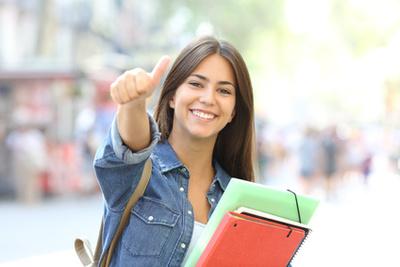 Drei von vier Absolventen finden nach 6 Monaten einen festen Job in Frankreich