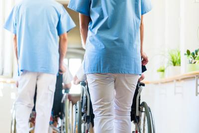 Französisches Pflegepersonal finden und einstellen