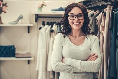 Être vendeur ou vendeuse en magasin en Allemagne : formation, salaire et évolution de carrière