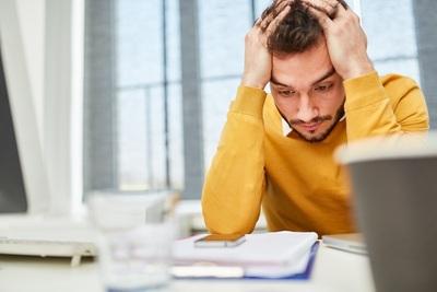 Pénibilité au travail pour les Français et Allemands : heures supplémentaires, smartphone et autres contraintes