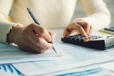 Gehalts- und Lohnabrechnung für Mitarbeiter in Frankreich: Sozialbeiträge und Regeln