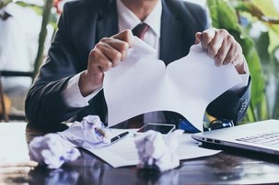 Licenciement et démission  les règles pour les contrats de travail de courte durée